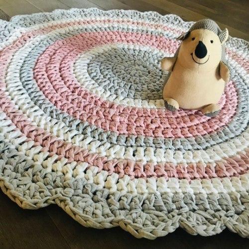שטיחים לחדר של בת עדין ורך בגוונים מעושנים ורכים של ורוד ואפור. דגם טוהר