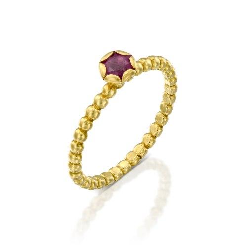 """טבעת זהב 18 קרט משובצת רובי 4 מ""""מ נועה טריפ noa tripp"""