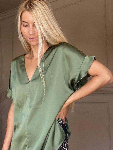 חולצת NAMI - זית סאטן משי