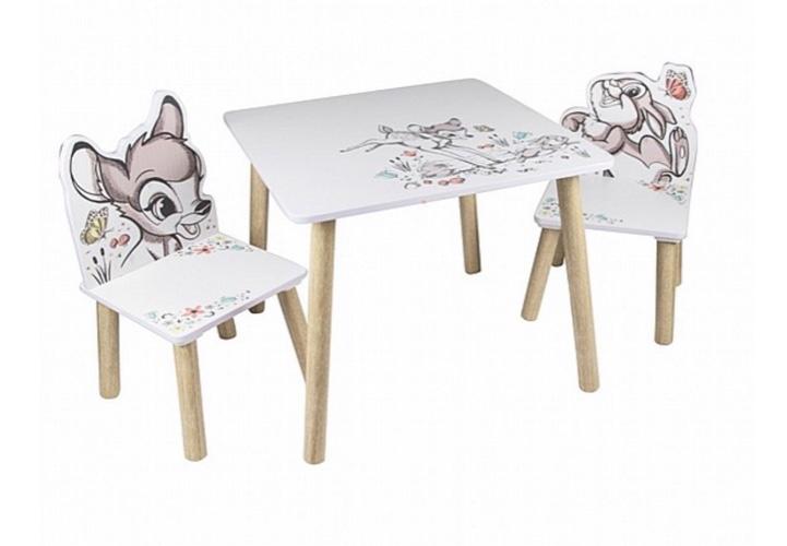 שולחן עם כסאות מעץ במבי