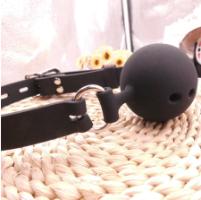 כדור חוסם פה מסילקון בצבע שחור S קוטר כדור 3.5 סמ