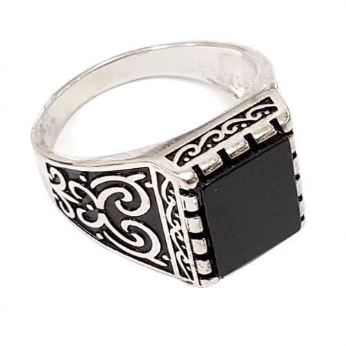 טבעת כסף לגבר משובצת אבן אוניקס שחורה ועיטורים בצדדים RG9904   טבעות גברים