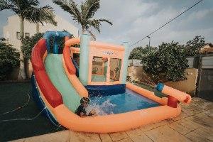 מתקן קפיצה מתנפח רטוב עם מים המקפצה הרטובה - W4034 - The wet bouncer מבית Jumpy Jump העולמית-קפיץ קפוץ
