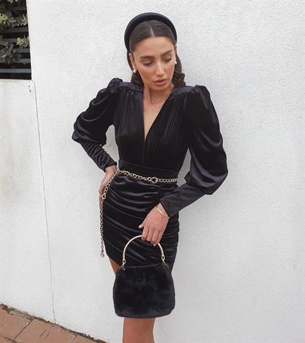 חליפת מיני קטיפה - שחורה
