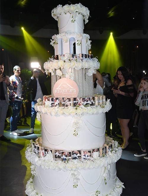 עמדת העוגה =  * קיר צילום + רקע לתמונות בסלואו