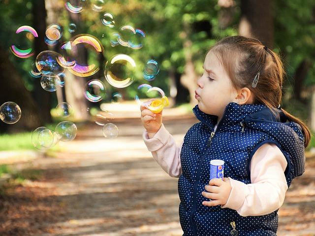 ספירולינה יכולה לעזור לילדים. הספירולינה מסיעעת לעיכול ונספגת הייטב. הספירולינה הקפואה בטוחה לשימוש.