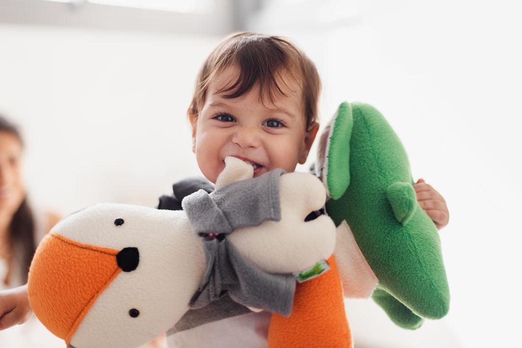 תינוק משחק