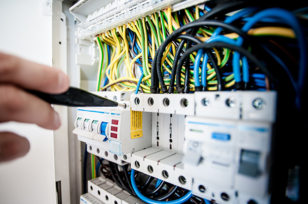 Elvit Engineering מתמחה בתכנון מערכות חשמל וביצוע פרויקטים מורכבים בתעשייה