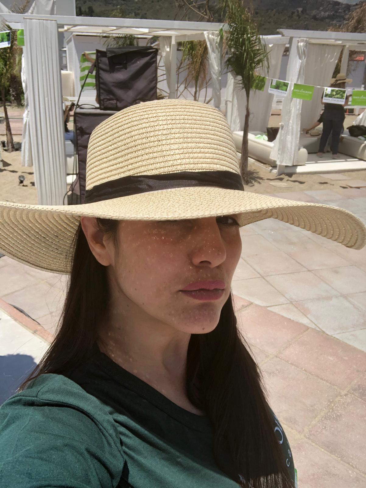 חוה פרגנה בכובע שמש לא  ניקח?