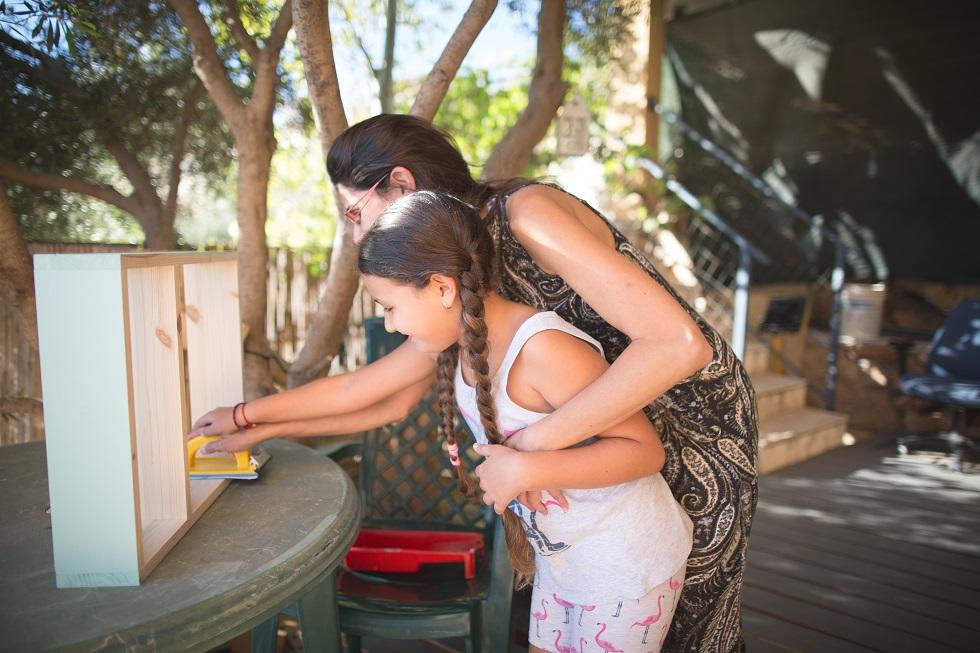 אמאבת - סדנת נגרות לאמהות ובנות
