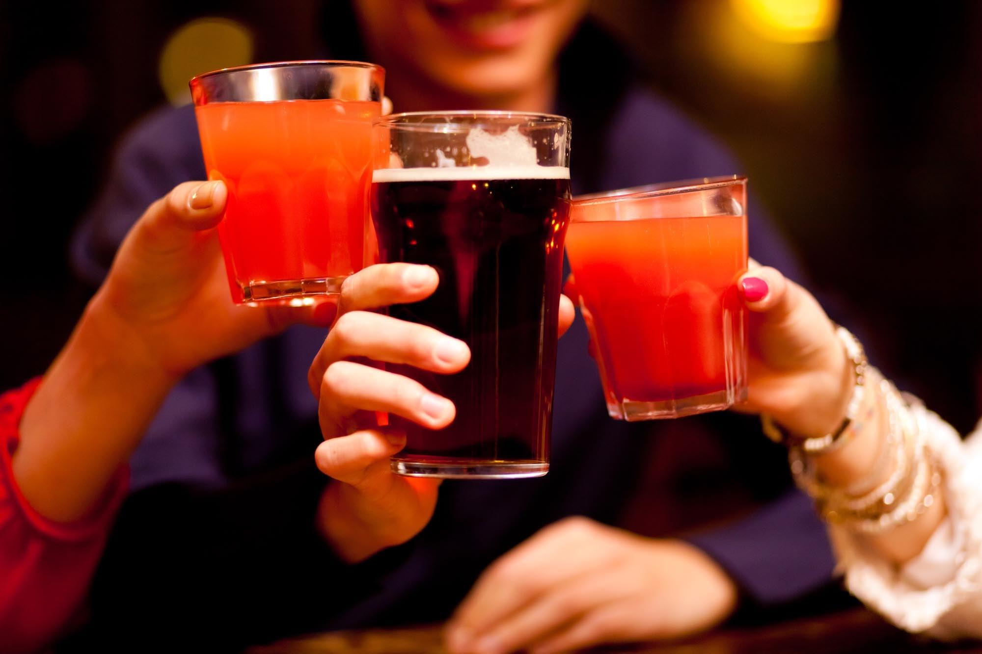 כך תזהו סם אונס במשקה בסילבסטר